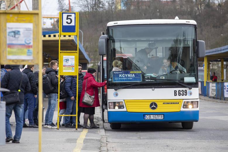 Gdyby przepisy były spójne, autobusami musiałoby jeździć znacznie mniej pasażerów