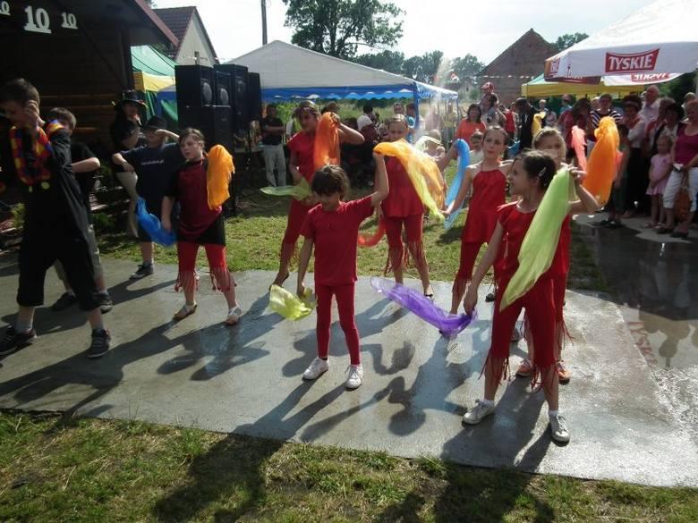 Występ dałą m.in. grupa młodych cyrkowców