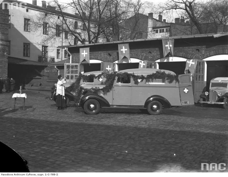 Uroczystość poświęcenia karetek pogotowia w Krakowie, 1937 rok