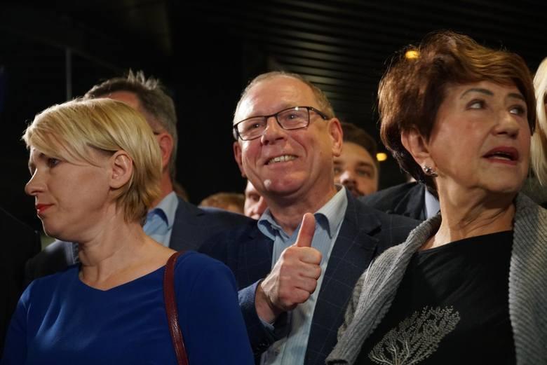 """W rozmowie z """"Głosem"""" poseł Dzikowski zaznacza, że dla dobra partii jest w stanie pogodzić się z prezydentem Poznania. - Mądry jako"""