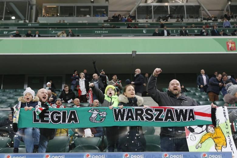 Legia Warszawa wysoko pokonała Jagiellonią Białystok w meczu 23. kolejki PKO Ekstraklasy. Stołecznych piłkarzy na trybunach stadionu przy Łazienkowskiej