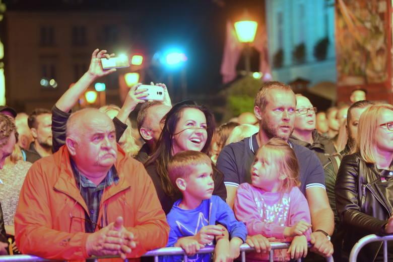 Winobranie 2019. W deszczową sobotę Renata Przemyk zaśpiewała dla zielonogórzan. Nie zabrakło największych hitów [ZDJĘCIA]