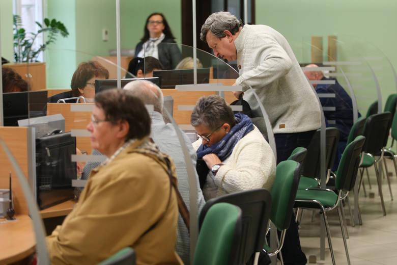Waloryzacja emerytur 2021. Rząd przyjął wskaźnik waloryzacji emerytur w 2021 roku. Miało to być 4,16 procent. Ale decyzja jest jednak inna.Ile zyskają