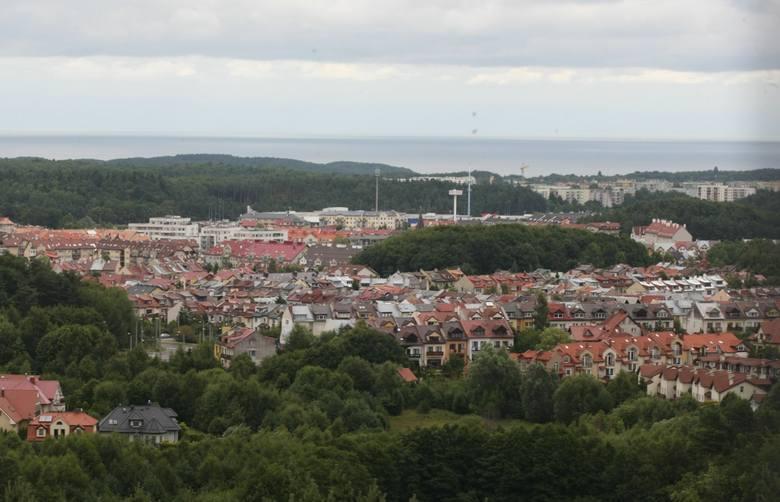 Góra Donas to najwyższa góra w Gdyni. Ma wysokość 205,7 metra.  Można do niej dojść na kilka sposobów:z ulicy Chwaszczyńskiej - przystanek komunikacji