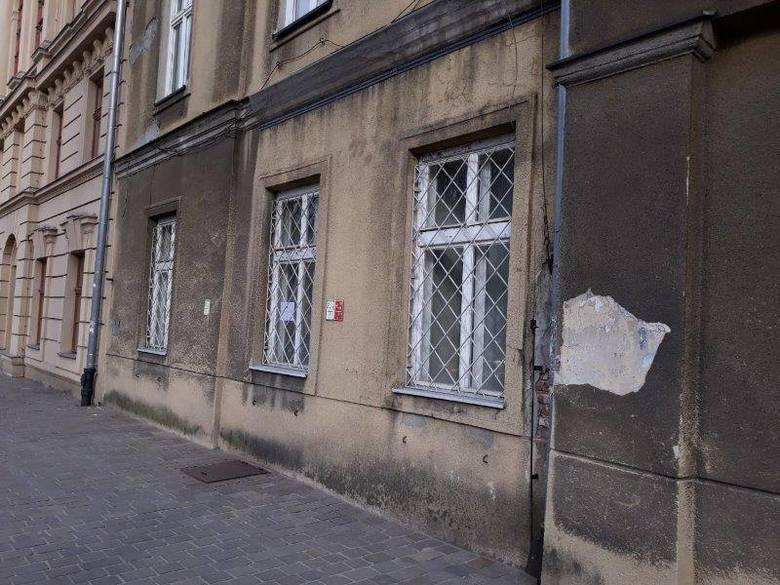 Lokal przy Rynku Podgórskim 2, o powierzchni ogólnej 198,30 mkw., usytuowany na parterze oraz częściowo w poziomie piwnicy o pow. 57,80 mkw.