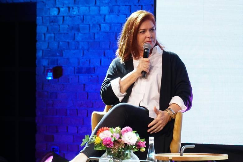 Katarzyna Dowbor związana jest z z województwem kujawsko-pomorskim. Dzieciństwo i młodość spędziła w Toruniu, gdzie uczęszczała do szkoły. Dom samej