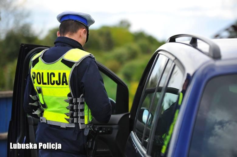 """W akcji """"Wiosna na drogach"""" wzięło udział ponad 40 policjantów ruchu drogowego i oddziałów prewencji rozlokowanych na terenie powiatu"""