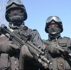 To fachowcy od trudnej roboty. Zatrzymują handlarzy narkotyków, sprawców napadów z bronią, przestępców ściągających haracze, odbijają zakładników, chronią