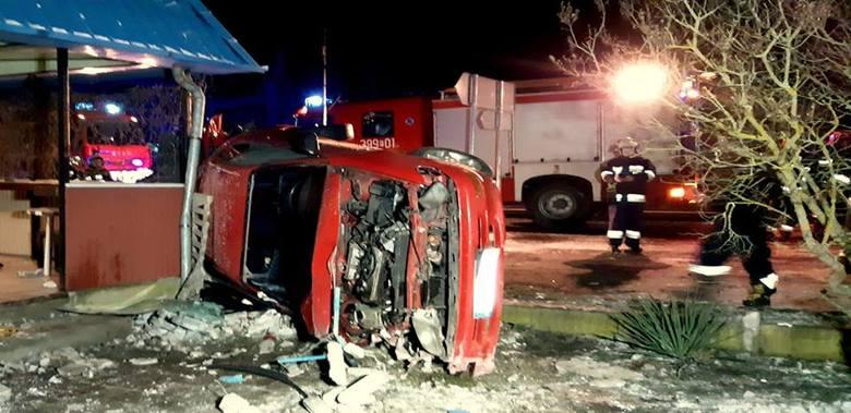 Do dramatycznego wypadku doszło w miejscowości Urad, położonej między Słubicami, a Cybinką. Z pierwszych informacji wynika, że samochód osobowy uderzył