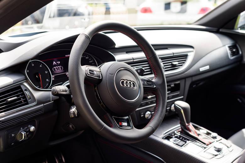 W czołówce sprzedawanych w Polsce aut używanych na pierwszym miejscu jest model Audi A4, na drugim Volkswagen Golf.