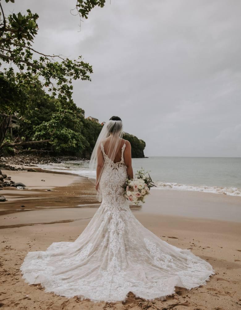 Suknia ślubna 2020. Najmodniejsze kroje i sukienki ślubne w tym sezonie. Jaką sukienkę wybrać na ślub? Piękne propozycje dla Panny Młodej