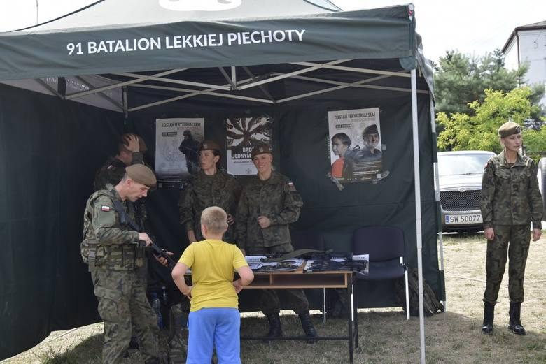 Już po raz trzeci odbył się w niedzielę, 21 lipca, Piknik Mundurowy. Tym razem nad skierniewickim zalewem. Służby mundurowe różnego rodzaju zaprezentowały swój sprzęt – motocykle, hełmy, pałki, łodzie, a nawet działo przeciwlotnicze. Była też wojskowa grochówka, warsztaty taneczne a także pokazy...