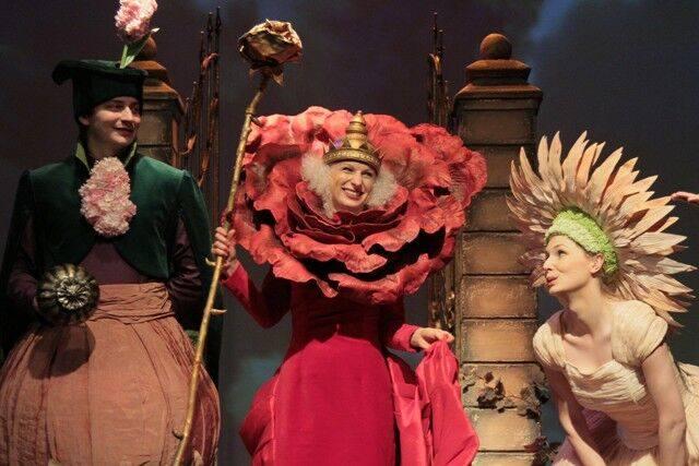 """9 sierpnia, godz. 11Teatr Groteska""""Ładne kwiatki"""" spektakl""""Ładne kwiatki"""", to opowieść o tym, jak rozkwita przyjaźń, rodzi się miłość"""