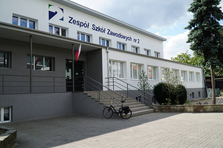 Zespół Szkół Zawodowych numer 2 w Poznaniu przeszedł remont, który nie tylko poprawił estetykę placówki, ale przede wszystkim poprawił warunki uczniów.