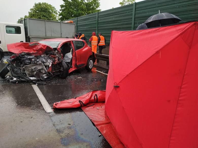 Tragiczny wypadek w Zabrzu na DK 88. Jedna osoba nie żyje. Zderzyły się cztery auta