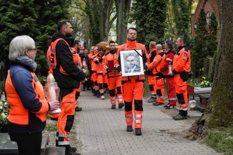 33-letni Piotr Żelasko, lekarz, który zginął w tragicznym wypadku w Puszczykowie, w piątek przed południem został pochowany na Cmentarzu Jeżyckim w Poznaniu.
