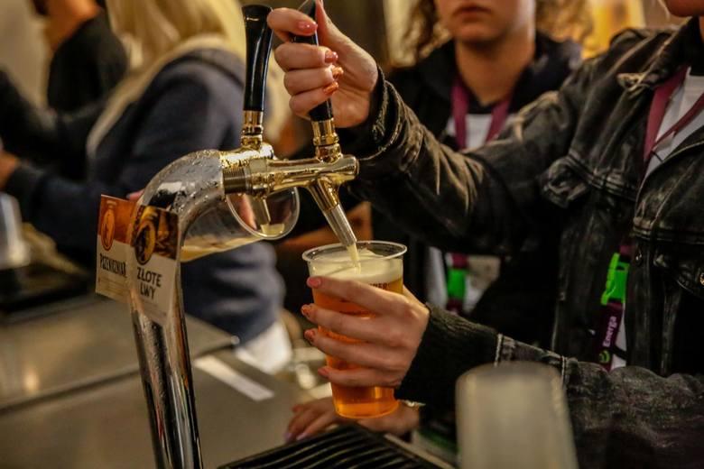 Nowe zachowania zakupowe i brak możliwości spotkań towarzyskich to nie jedyne bolączki producentów piwa.