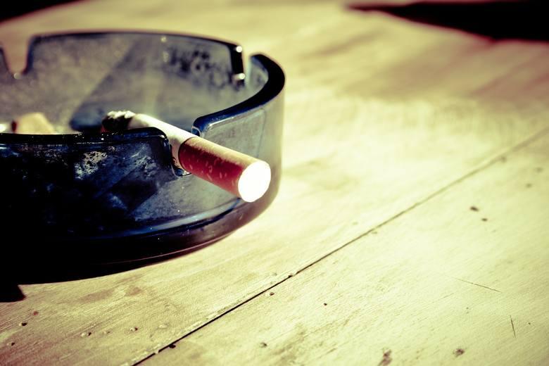 O ile dla producentów wyrobów tytoniowych to żadna nowina, bo decyzja o wprowadzeniu zakazu zapadła już trzy lata temu, o tyle dla wielu palaczy to niemiłe
