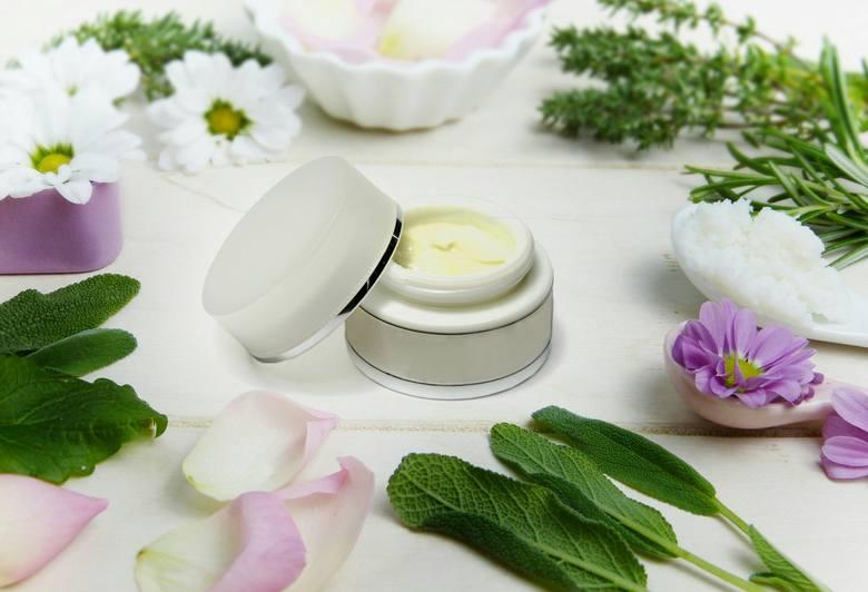 Jest sporo popularnych roślin, które w naturalny sposób pomogą zadbać o skórę, włosy i paznokcie.