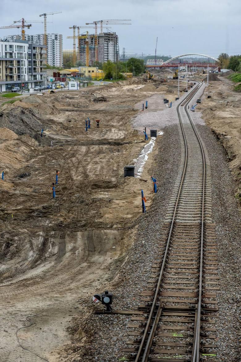 Konferencja prasowa gdańskich polityków PiS odbyła się 11.05.2020 r. na wiadukcie nad torami kolejowymi na pograniczu Brzeźna i Nowego