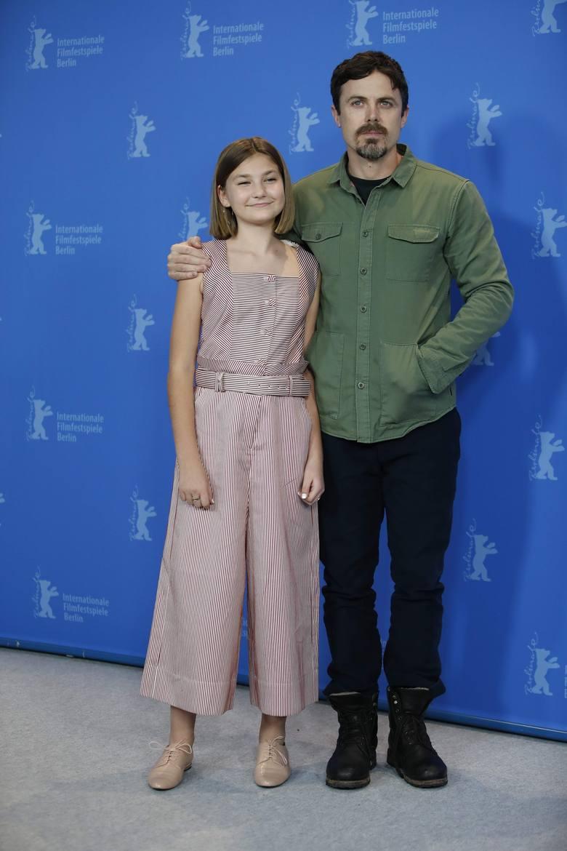 """Casey Affleck i aktorka Anna Pniowsky podczas premierowego pokazu filmu """"Light of My Life"""""""