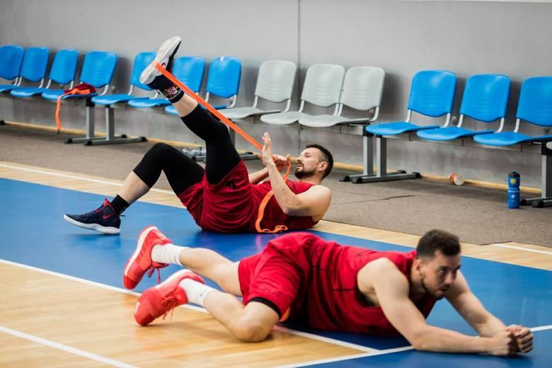 Koszykarze Enea Astorii Bydgoszcz zajęcia zaczęli w piątek, 9 sierpnia. W środę, w piątym dniu treningów, dziennikarze mogli obejrzeć 2-godzinny otwarty