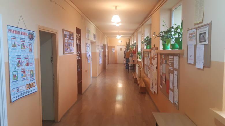 Likwidację Szkoły Podstawowej w Maciejowicach planowano od prawie 20 lat. Znów oparła się temu, a rodzice mają nadzieję na jej rozbudowę