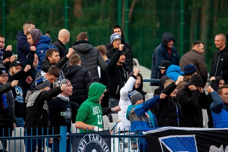 Zawisza przegrała z Chełminianką 1:2 w meczu IV ligi. Jedynego gola dla niebiesko-czarnych zdobył w 27. minucie Patryk Kozłowski (na 1:1). To pierwsza