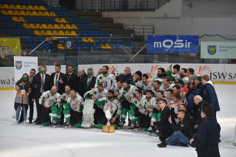 Trener Robert Kalaber z JKH GKS Jastrzębie wywalczył w tym roku mistrzostwo kraju, Puchar Polski i Superpuchar.Zobacz kolejne zdjęcia. Przesuwaj zdjęcia