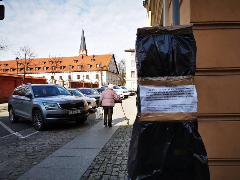 Od momentu zaklejenia parkomatów w Strefie Płatnego Parkowania, toruńscy drogowcy wystawili 647 mandatów. Jeden przedsiębiorca, który nie mógł uiścić