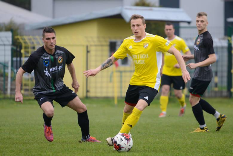 W czwartoligowym meczu Czarni Połaniec pokonali Star Starachowice 4:0. Czarni Połaniec - Star Starachowice 4:0 (1:0)Bramki: Damian Bawor 7, 51, Adrian