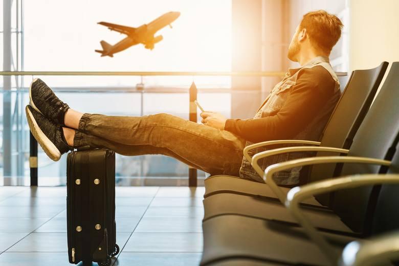 Wakacje często kojarzą się nam z beztroskim czasem, urlopem i podróżami. Niestety w upały często bywamy lekkomyślni i zapominamy o przestrzeganiu podstawowych