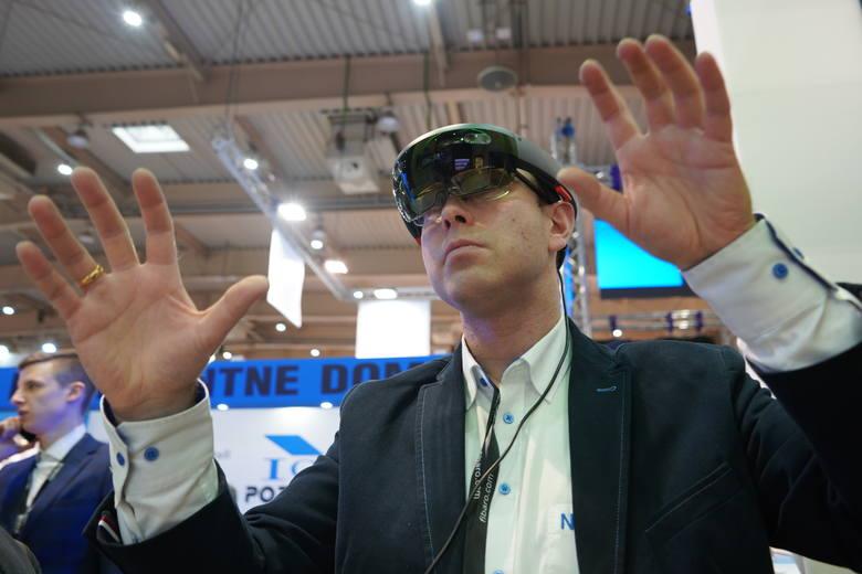 2. Wirtualna rzeczywistość. Równoległy rozwój sieci 5G, technologii VR/AR oraz uczenia maszynowego otworzy nowe perspektywy – zarówno w sferze biznesowej,