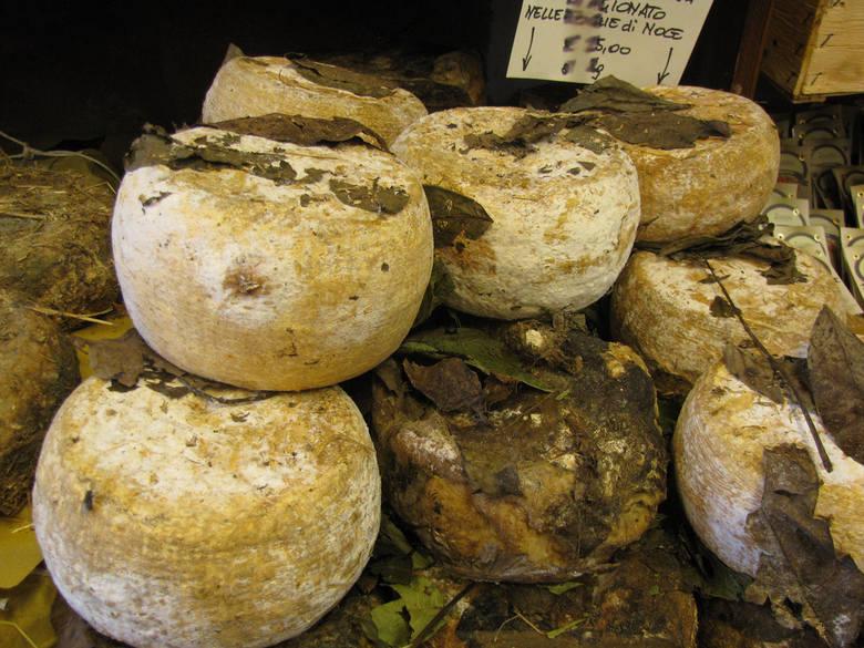 Rodzaj sera owczego wytwarzanego w Sardynii, w smaku przypomina gorgonzolę. Specyfiką tego sera jest sposób jego produkcji, do której niezbędne są żywe