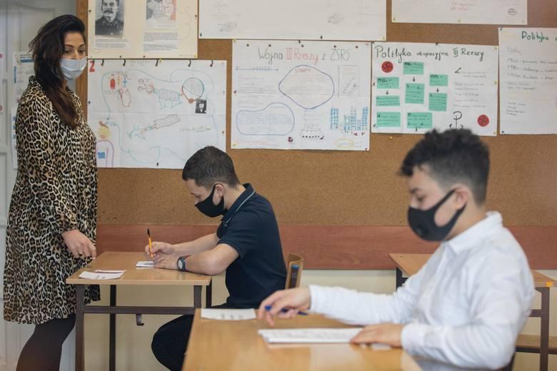 Egzamin ósmoklasisty w 2021 roku zostanie przeprowadzony w innym terminie niż w poprzednich latach. Ministerstwo edukacji zdecydowało, że odbędzie się