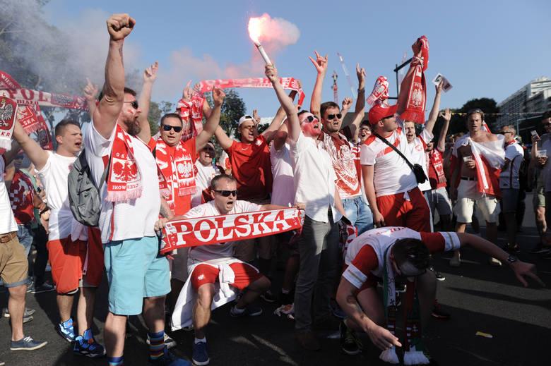 Polscy fani opanowali ulice Marsylii. Podczas ćwierćfinałowego meczu z Portugalią na Stade Velodrome ma pojawić się co najmniej 30 tysięcy kibiców z