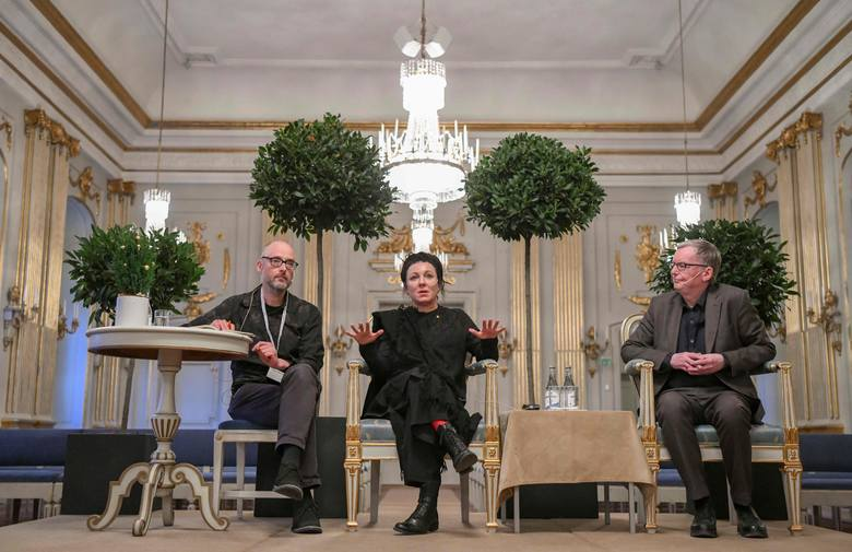 """Olga Tokarczuk przedstawiła swój esej pt. """"Czuły narrator"""" podczas gali w Sztokholmie [TRANSMISJA, CAŁA PRZEMOWA NOBLOWSKA]"""
