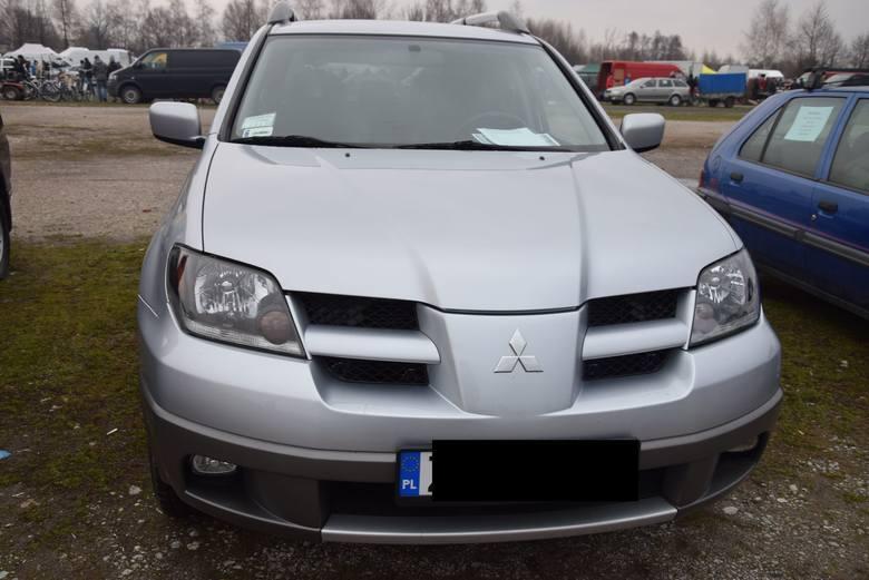 Mitsubishi Outlander - rok produkcji 2003, z silnikiem 2.0 benzyna plus gaz. Stan licznika 188 tys. km. Cena 15 900 zł