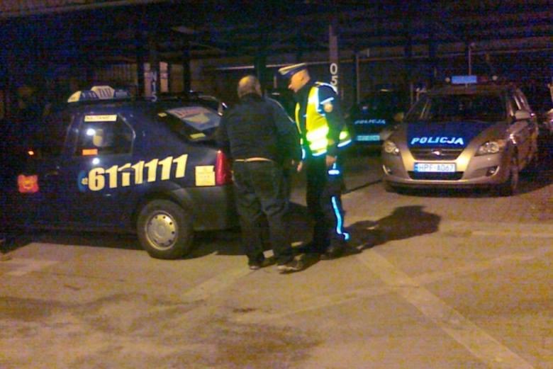 """Policjanci i inspektorzy """"po cywilu"""" udając zwykłych klientów dokonywali """"kontrolowanych przejazdów"""" pseudotaksó"""