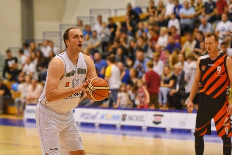 Adam Metelski zdobył 12 punktów dla Biofarmu Basket w sobotnim meczu z Polfarmeksem Kutno