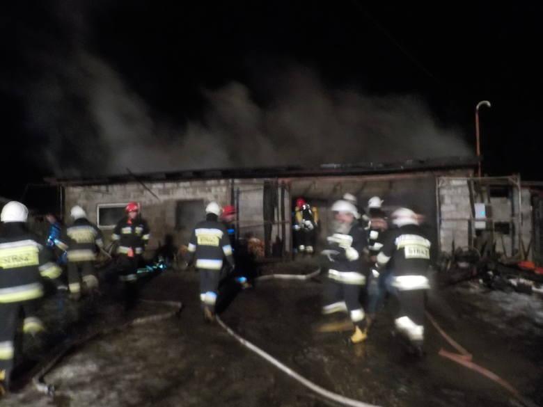 Pożar Garażu W Miejscowości Bugaj W środku Znajdowały Się Samochód