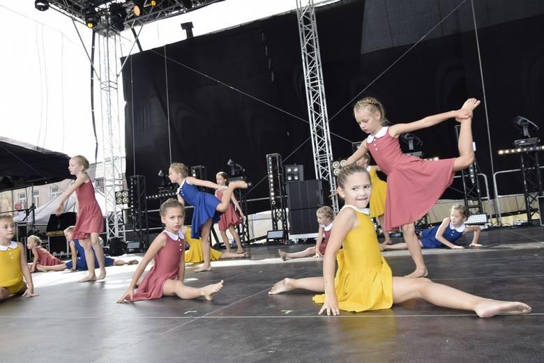 W niedzielne popołudnie podczas Skierniewickiego Święta Kwiatów, Owoców i Warzyw wystąpiła Akademia Tańca 4-20 Moniki Kotowskiej. Zespół działa przy Centrum Lkultury i Sztuki w Skierniewicach.
