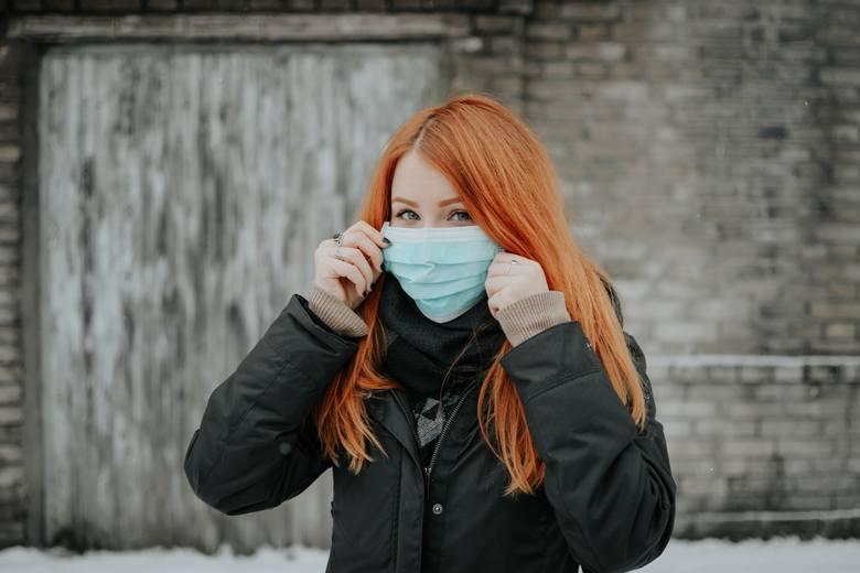 Każdego dnia wielokrotnie dotykamy skóry twarzy, często nie mając o tym świadomości. Usta, jama nosowa oraz oczy to najłatwiejsze drogi zakażenia koronawirusem.