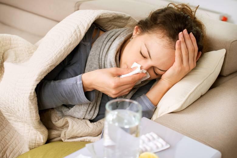 Wiele osób zauważa, że nie wysypiając się łatwiej łapie infekcje. Zjawisko to zbadano m.in. wśród identycznych bliźniąt jednojajowych. Te z nich, u których