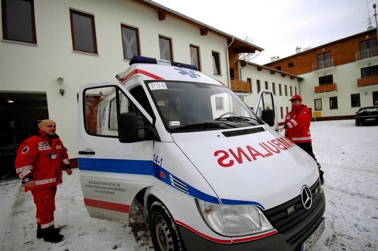 Ratownicy już przed nową siedzibą pogotowia przy ul. Żurawiej. Mają tu zdecydowanie więcej miejsca niż w szpitalu.