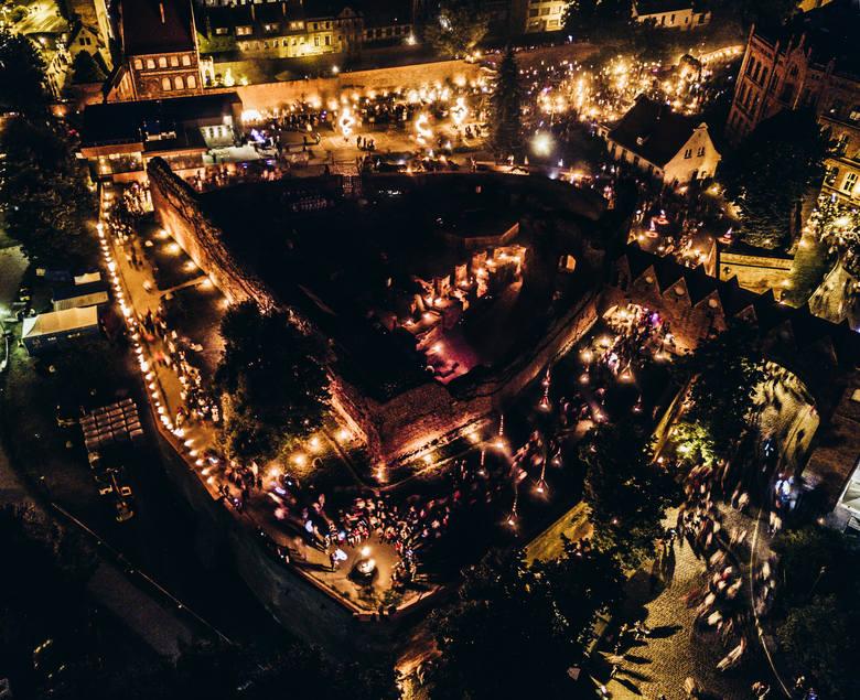 W Toruniu trwa Bella Skyway Festival 2018. Do niedzieli można podziwiać instalacje świetlne w ramach największego letniego wydarzenia kulturalnego. Zobaczcie