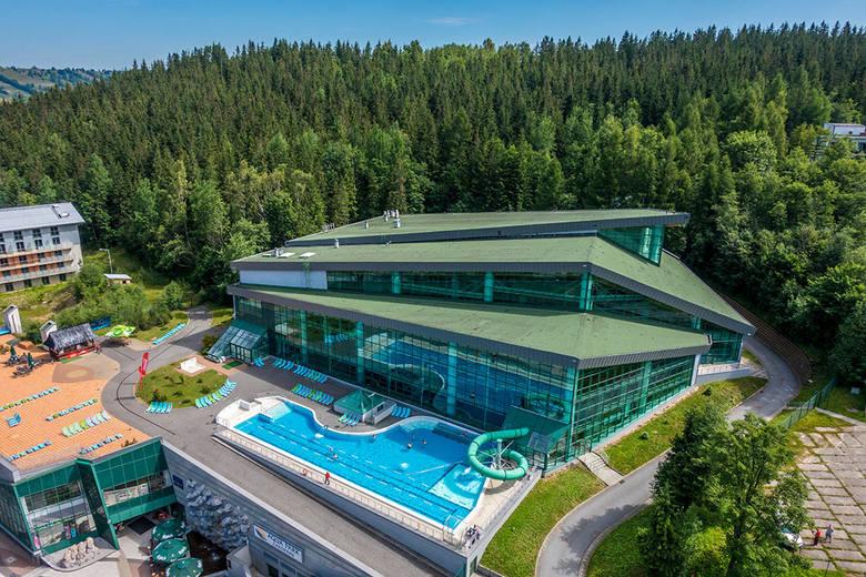 Aqua Park ZakopanePodhalański aquapark to miejsce, gdzie spotkamy takie atrakcje jak: huśtawka wodna, dzika rzeka, zewnętrzny basen z wodą termalną,