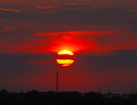 Zaćmienie Księżyca, które dziś nastąpi, będzie równie widowiskowe co zachód słońca.