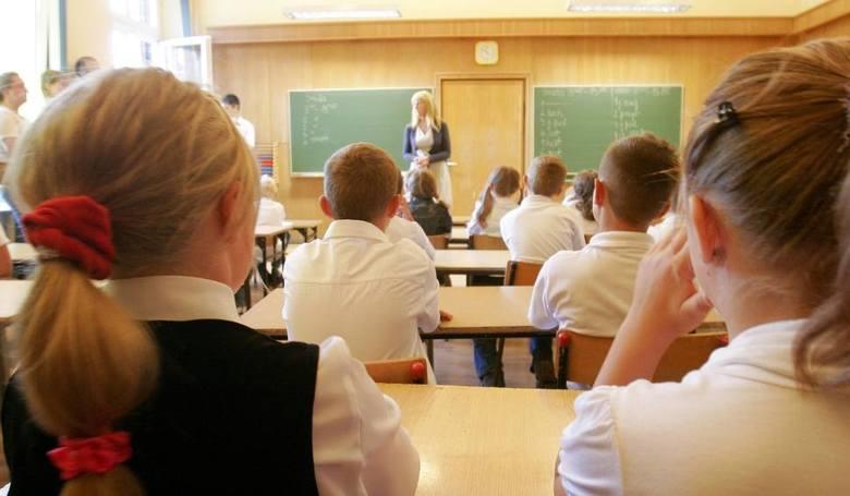Praca nauczyciela nie kończy się wraz z ostatnią lekcją.