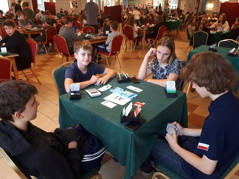 Skawinianie w brydża grają po mistrzowsku. Otrzymali 18 medali podczas Mistrzostw Polski Młodzików